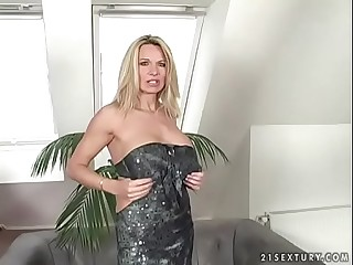 Deep pussy and walk off fucking everywhere a mom