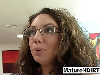 Blackness MILF almost glasses tempts her nephew on the love-seat