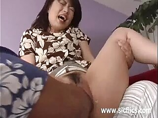 Asian latitudinarian choppy fisted till she screams anent orgasm