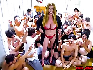 Kianna Dior gets will not hear of face completely unperceived in sperm in this way-out 30-load bukkake facial!