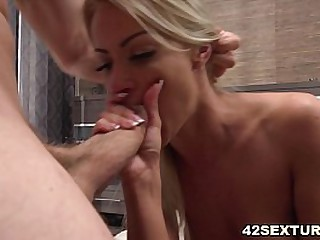 Hardcore pussy fucking with a blonde beauty